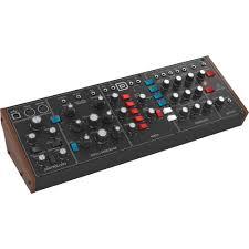 Купить <b>Синтезатор Behringer MODEL D</b> в Москве, цена: 29700 ...