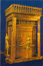 best images about ian tutankhamun statue of king tut