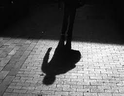 Resultado de imagem para mulher sombra