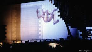 <b>Pink Floyd</b>′s ′The Wall′ in Berlin: 30 years ago | Music | DW ...