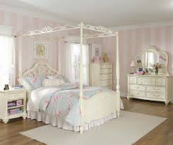 Retro Bedroom Decor Retro Bedroom Decor For Girls With Canopy Bed And Classic White