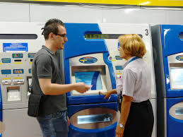 s supervisor metro de madrid a s supervisor explaining how to use the automatic ticket dispensing machines