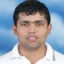 Hobart, Jan 12 : Pakistan vice-captain and wicketkeeper Kamran Akmal will have a vote in deciding his own fate for the third Test against Australia, ... - Kamran_Akmal