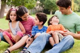 Resultado de imagen para familias latinas felices