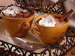 Resultado de imagem para chocolate quente com creme de leite