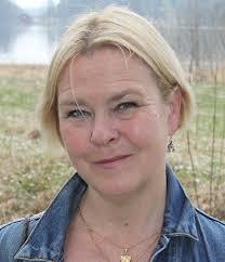 Anna Lena Stålnacke är författare och journalist, uppvuxen i Kiruna men numera bosatt i Stockholm. Anna Lena arbetar mycket med resereportage, ... - 1376472229