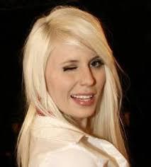 Amanda Jensen är årets stjärna. Jag tippar nu att hon kommer att vinna flera Grammys för sin första platta - Bästa Nykomling, Bästa album, Bästa Låt - bästa ... - 278B3CD3-5916-488F-83E7-56DA0B4A8D1A
