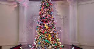 <b>Origami</b> Holiday Tree: A Museum Tradition   AMNH