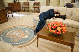 president george w bush is joined on the oval office couch by miss beazley friday bush library oval office