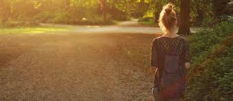 Resultado de imagen para mujer caminando de espalda
