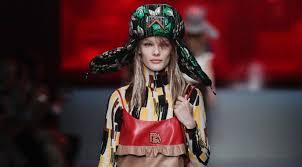 Футуристичные шапки-ушанки и кожаные <b>футболки</b> на лето в ...