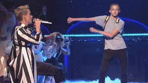 Meet the Dancing '<b>Backpack Kid</b>' Who Stole Katy Perry's Spotlight on ...