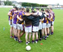 photo essay brotherhood in gaelic football study abroad  kilmacud crokes team huddling together before a game