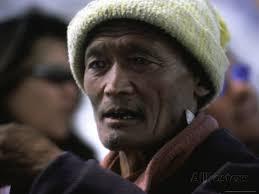 Old Man, Nepal Poster di Michael Brown su AllPosters.it - michael-brown-old-man-nepal