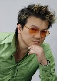 Trong vòng ba năm trở lại đây, ca sĩ Khánh Hoàng đã là một trong các xướng ngôn viên của đài phát thanh Little Saigon Radio, đài truyền hình Hồn Việt, ... - 103396-medium_CN-091029-KhanhHoang