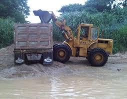 Resultado de imagen para fotos de palas m ecanicas extrayendo materiales de rios