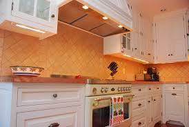 under cabinet lighting lighting 44 download cabinet lighting 10traditional kitchen undercabinetlightingsystem 1024x681