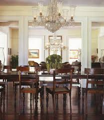 Chandelier Dining Room Accent Wall Adds Subtle Pattern To The Dining Room Design Ohashi