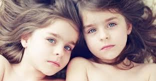 """Résultat de recherche d'images pour """"photo de filles jumelles"""""""