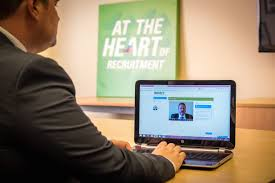 how to work the video interview screen impact recruitment video interviews are a big opportunity for candidates to shine so we ve pulled together our top 10 tips on how to make the most of the opportunity