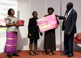iisd rs saicm oewg summary highlights of the meeting geneva for the african group delivers a retirement gift of appreciation to fatoumata keita ouane head unep chemicals branch