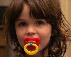Resultado de imagen de cuando recomiendan los pediatras usar el chupete