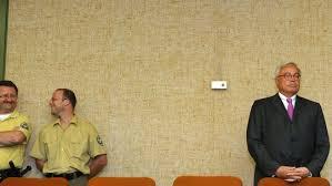 Für seine Pleite machte der Medienunternehmer den früheren Chef der Deutschen Bank Rolf-Ernst Breuer verantwortlich. Breuer hatte im Februar 2002 in einem ... - breuer-kirch-prozess-540x304