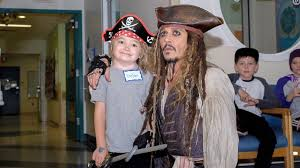 Johnny Depp visits children's hospital dressed as <b>Captain Jack</b> ...