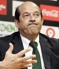 Y es que la protección cuasi paternal que le confiere Manuel Llorente está hartando al propio delantero y a Joan Laporta por igual. - manuel-llorente