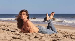 Показываем, как носить <b>джинсы Re/Done</b> дизайна Синди ...