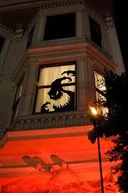 love halloween window decor: love the halloween window decoration  love the halloween window decoration