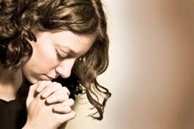 Resultado de imagen para mujer orando al cielo