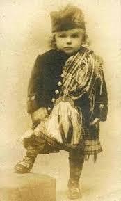 Little boy wearing Scottish Highland kilt: - Ежегодно 6 апреля ...