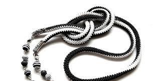 А на какой стороне Вы? <b>Чёрно</b>-<b>белый</b> вязаный крючком лариат с ...