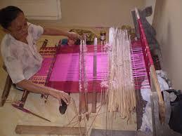 Image result for gambar pembuatan kain songket sidemen