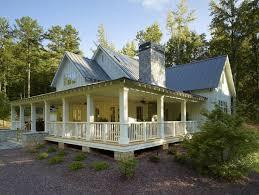 ideas about Southern Farmhouse on Pinterest   Farmhouse    Farmhouse Style Homes   Southern farmhouse style exterior   Future House