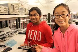 arts and engineering on the agenda for teens gazette deux jeunes filles sourire pour la cameacutera