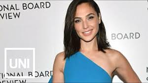 Actress Gal Gadot's Award Show Dress Causes Controversy ...