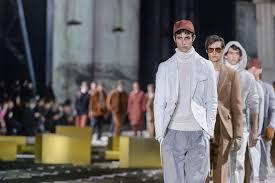 Ermenegildo Zegna reinterprets the classic <b>suit for Fall</b>/Winter <b>2017</b> ...