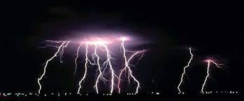 Resultado de imagen de fotos de veleros en tormentas electricas en el mar