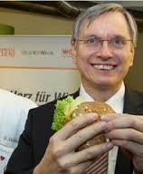 Gesundheitsminister Alois Stöger hält seinen Entwurf für ein Gütezeichengesetz für beschlussreif, Landwirtschafts-Vertreter halten ihn für überflüssig. - Stoeger01_Web
