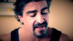 Joaquín Calderón es algo más que un cantautor. No sólo ha publicado discos junto a músicos de la talla de Alfonso del Valle, sino que también ha sacado ... - joaquin-calderon-dos--644x362