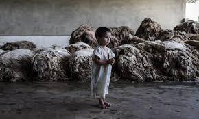 Resultado de imagem para imagens de crianças chorando na guerra da síria e turquia