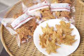 <b>Maple Leaf</b> Tempura!? Eating <b>Maple Leaves</b> In Minoo, Osaka ...