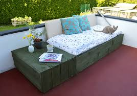 pallet based day bed for your patio build pallet furniture