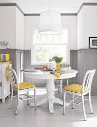 Modern Round Dining Room Tables The Decor Is Classic And Luxurious Dining Room With Black And