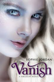 http://muchoslibrosjuveniles.blogspot.com/2012/11/firelight-sophie-jordan.html