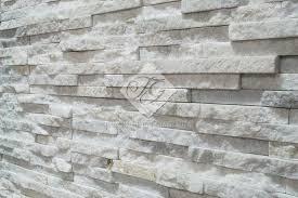 Zoccolo Esterno In Pietra : Rivestimenti in pietra naturale per interni ed esterni a bergamo