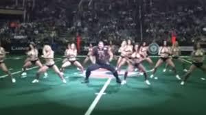 Meet the Arizona Rattlers' <b>dancing</b> 'lineman,' Oscar Hernandez ...