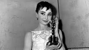 <b>Одри Хепбёрн</b> - первая красавица Голливуда (фотогалерея ...